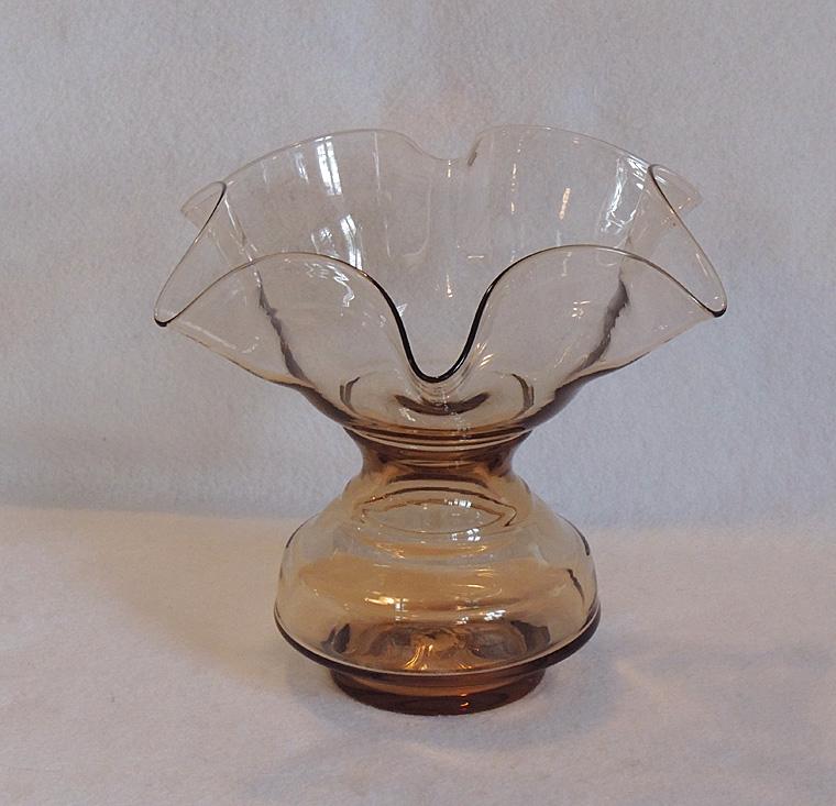 Vintage Blown Glass 8 Inch Ruffled Handkerchief Vase ... Ruffled Handkerchief Glass Vases Bedford, A